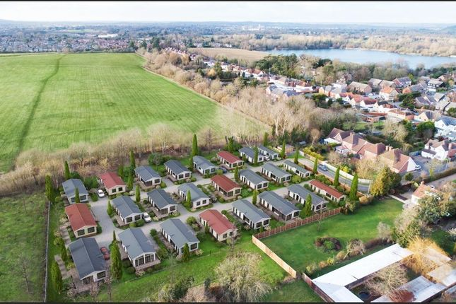 Thumbnail Mobile/park home for sale in Lyngfield Park, Huxtable Gardens, Maidenhead