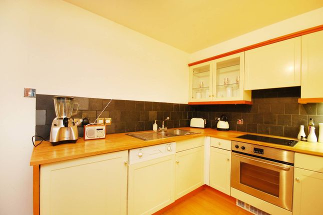 Thumbnail Flat to rent in Kew Road, Richmond