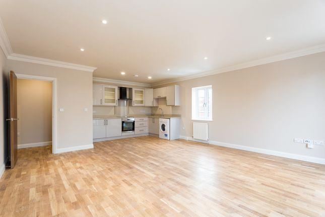 Thumbnail Flat to rent in Reet Gardens, Stoke Gardens, Slough