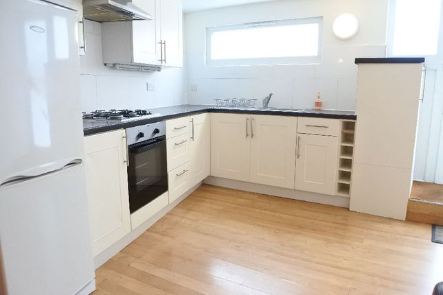 Thumbnail Property to rent in Lynton Road, London