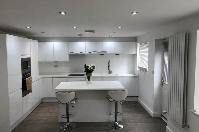 Thumbnail Property to rent in Hanby Close, Fenay Bridge, Huddersfield