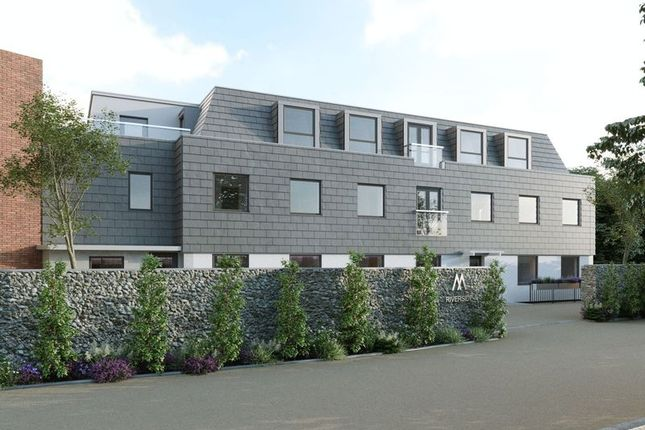 Thumbnail Property for sale in Flambard Way, Godalming