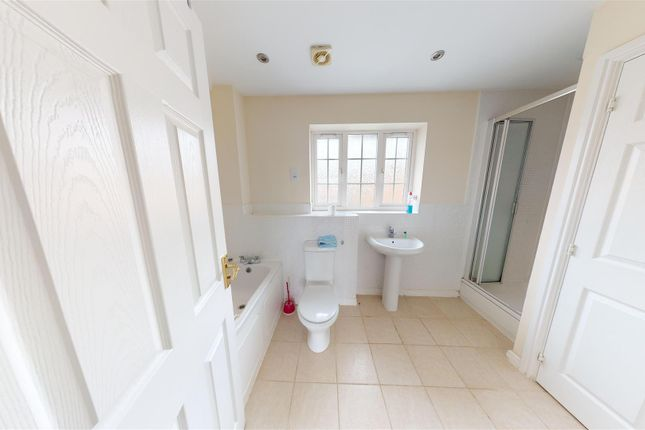 En-Suite of Godwin Way, Stoke-On-Trent ST4
