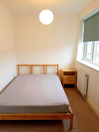 Thumbnail Room to rent in Fossil Bank Terrace, Felixstowe Road, Abbeywood