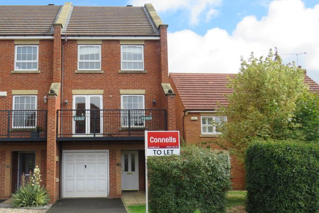 3 bed town house to rent in Banquo Approach, Heathcote, Warwick CV34