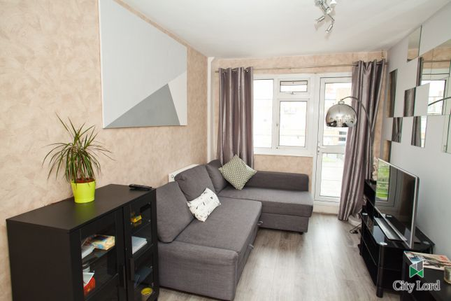 Thumbnail Duplex to rent in Eric Street, Mile End London