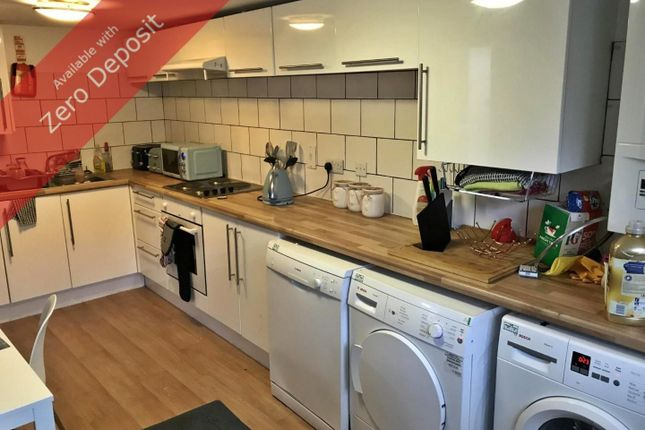 Thumbnail Flat to rent in Clifton Avenue, Fallowfield, Manchester