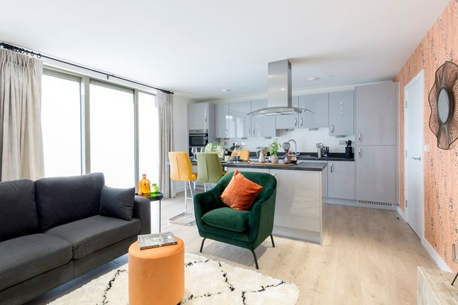 Thumbnail Town house for sale in Redclyffe Road, London - Greater London