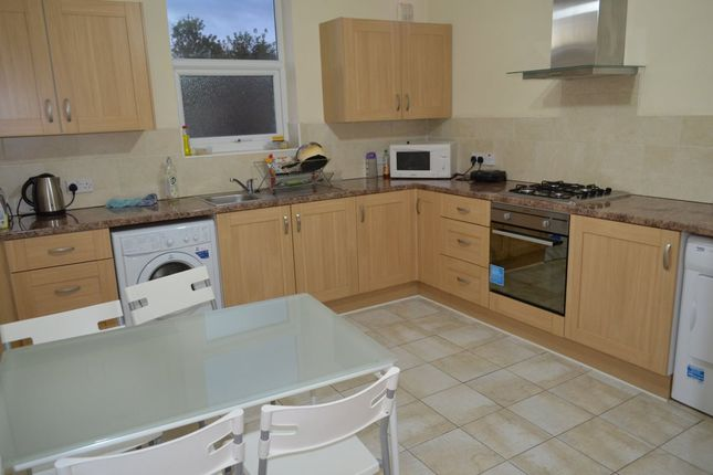 Room to rent in Green Lanes, London