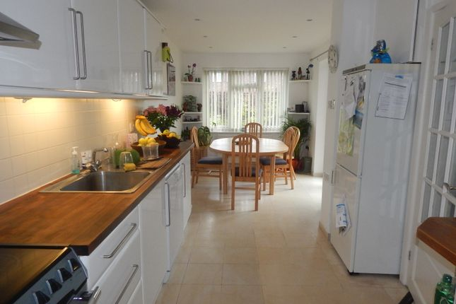 Thumbnail Semi-detached house to rent in Parsons Mead, Abingdon