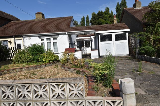 Thumbnail Bungalow to rent in Betterton Road, Rainham