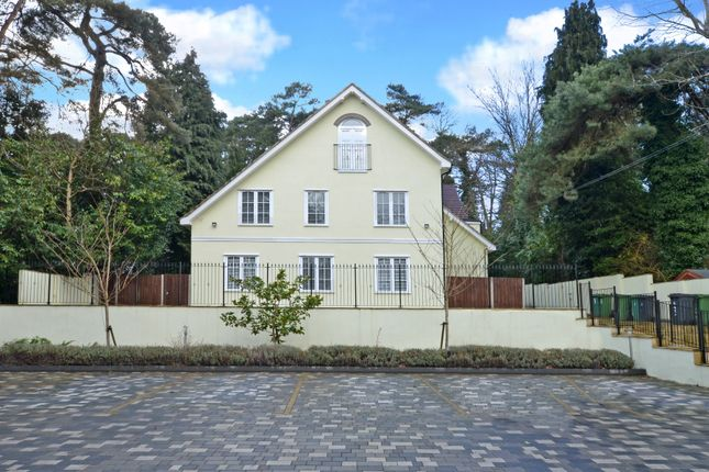 2 bed flat to rent in Castle Road, Camberley GU15