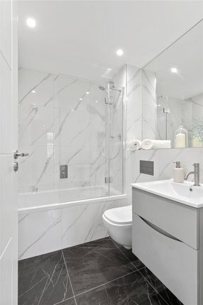 Bathroom V2 of Abbeville Place, Abbeville Road, Clapham, London SW4