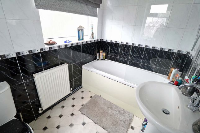 Semi-detached house for sale in Byfield Road, Scunthorpe