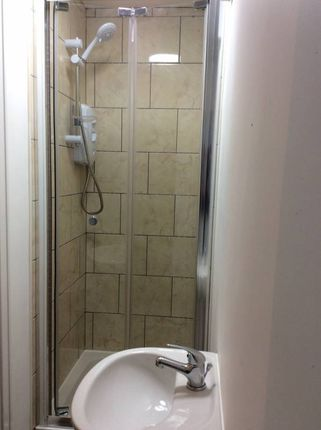 Thumbnail Flat to rent in Park Road, Widnes