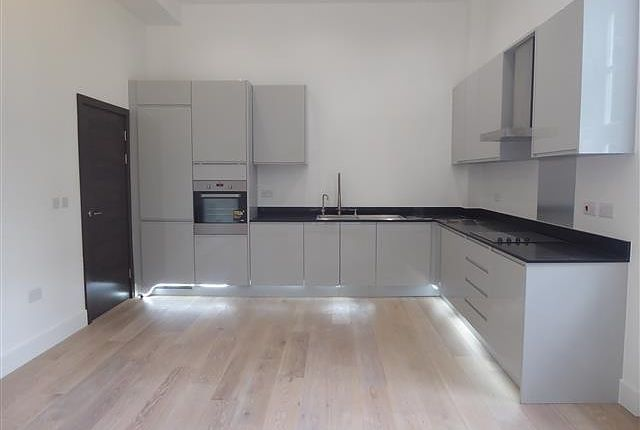 Thumbnail Flat to rent in Frances Drive, Dunstable