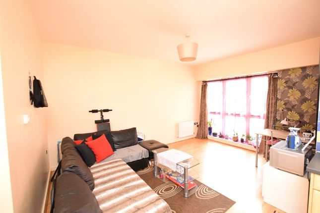 1 bed flat for sale in Amber Court, High Street, Romford RM1