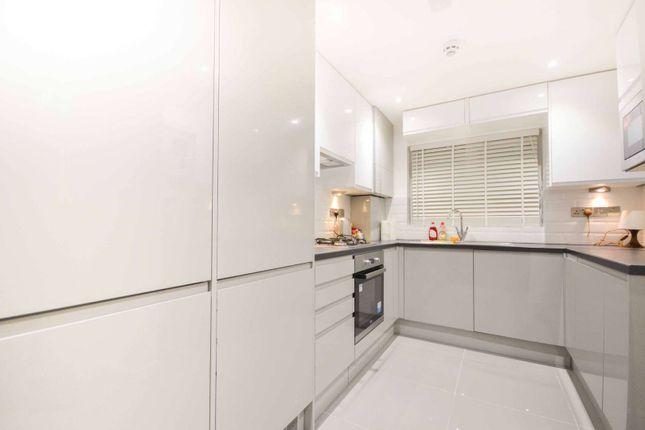 Thumbnail Terraced house to rent in Canterbury Place, Elephant And Castle, London