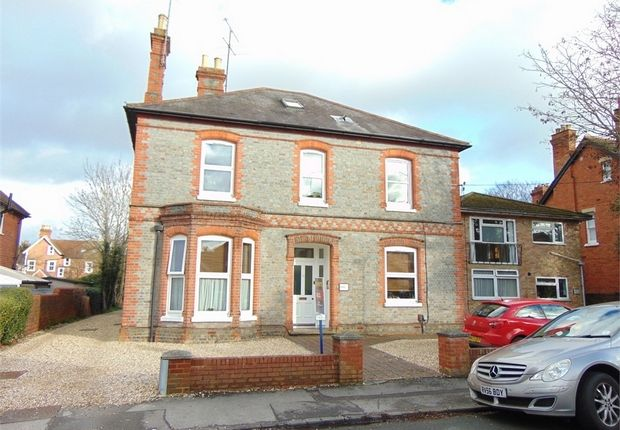 2 bed flat for sale in Hamilton Road, Reading, Berkshire RG1