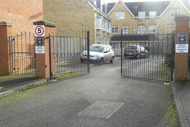 Thumbnail Property to rent in Broomfield Gate, Slough