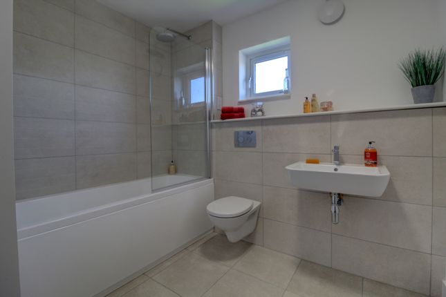 Family Bathroom of Clepington Road, Dundee DD3