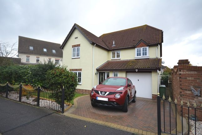 Thumbnail Detached house for sale in Broadoaks Crescent, Braintree