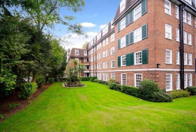 Com-Garden-2 of Hampstead High Street, London NW3