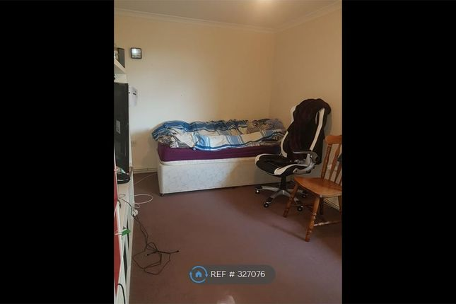Thumbnail Flat to rent in Woodhill, Woowich