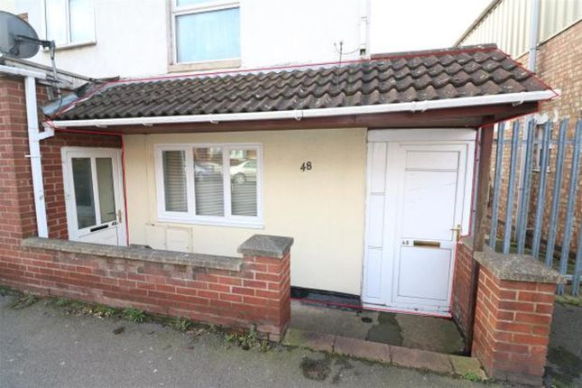 Thumbnail Flat for sale in Park Road, Rushden