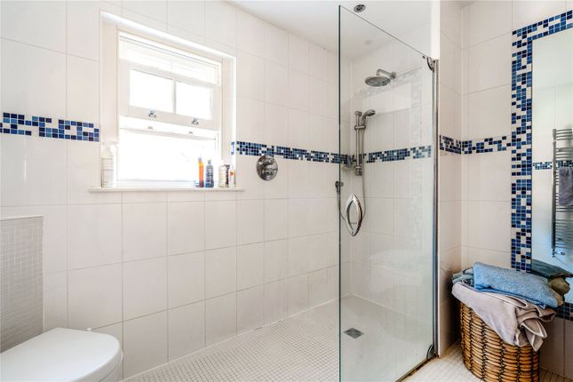 En Suite of Norman House, Norman Avenue, Henley-On-Thames, Oxfordshire RG9
