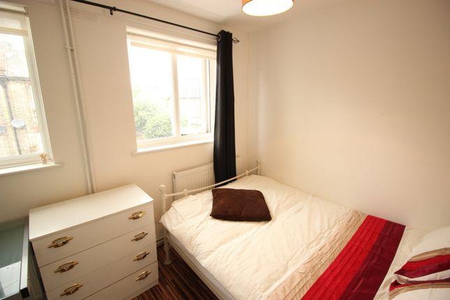 Room to rent in Woodseer Street, London