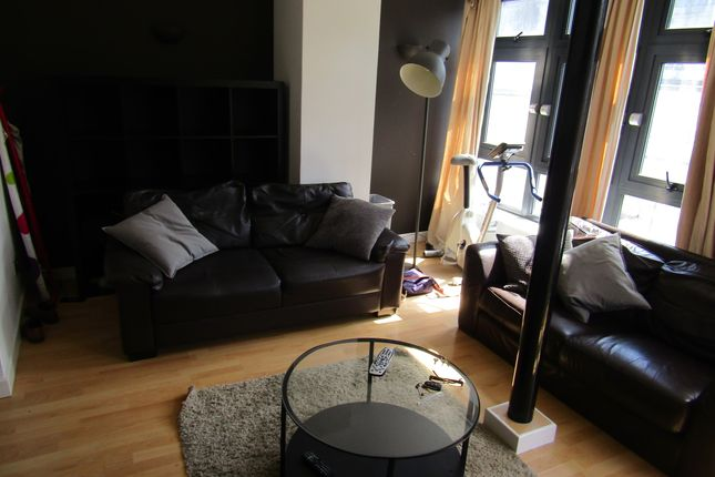 Thumbnail Flat to rent in South Parade, Leeds