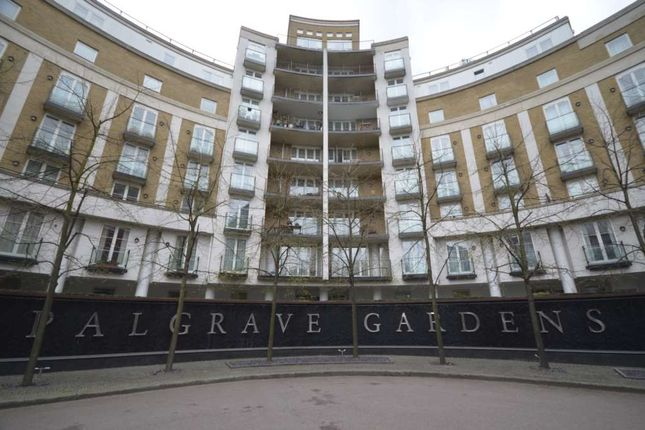 Flat to rent in Palgrave Gardens, London