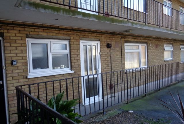 Thumbnail Flat to rent in Marina, Bexhill On Sea East Sussex