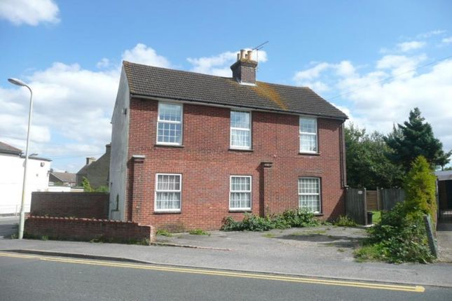 Thumbnail Flat to rent in Gladstone Road, Willesborough, Ashford