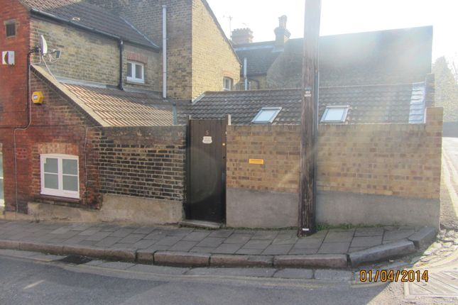 Thumbnail Flat to rent in Bingley Road, Rochester, Kent