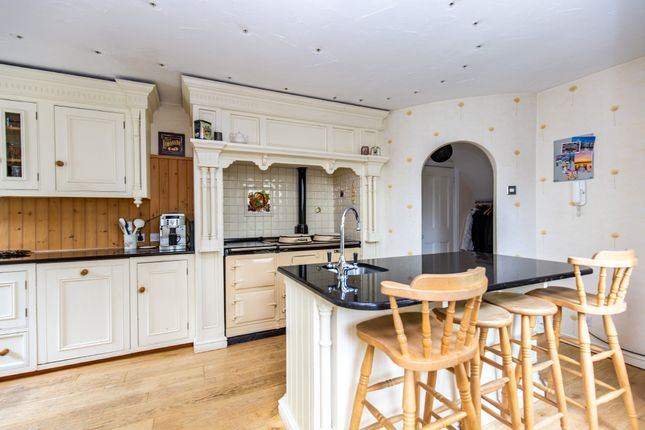 Thumbnail Detached house for sale in Meadow Road, Sutton