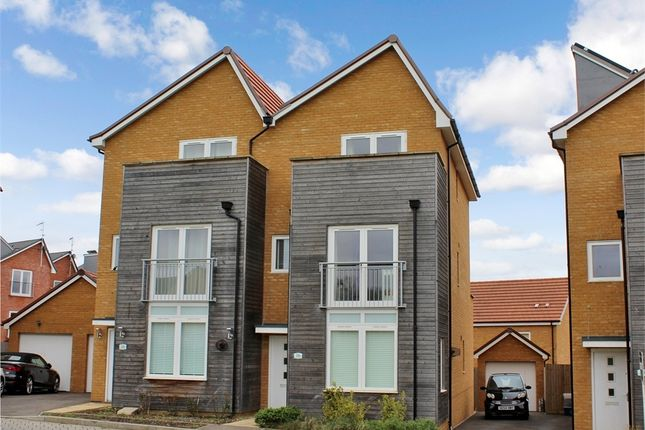 Town house to rent in Wannamaker Gardens, Oxley Park, Milton Keynes