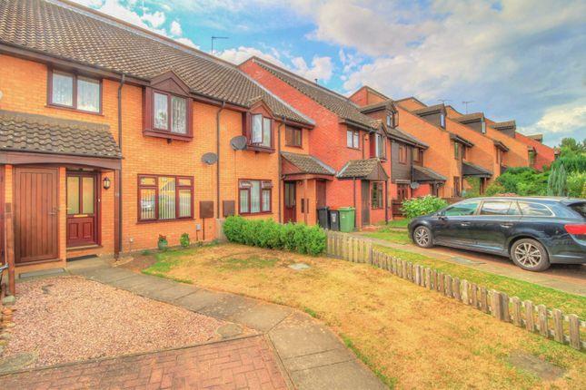 Thumbnail Terraced house for sale in Wyngates, Leighton Buzzard