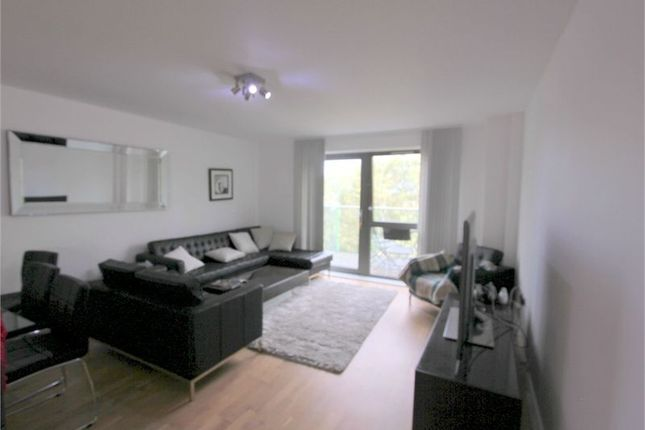 3 bed flat to rent in Spring Apartments, Stebondale Street, London