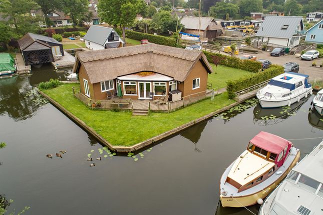 Thumbnail Detached bungalow for sale in Grebe Island, Horning