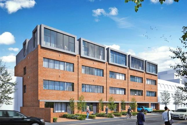 Flat to rent in 111 Chertsey Road, Woking, Surrey