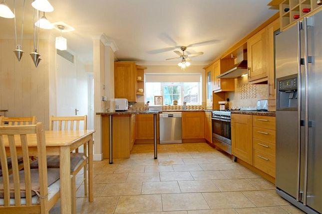 Thumbnail Property to rent in Elizabeth Close, Bracknell, Berkshire