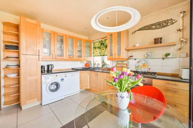4 bed flat for sale in Queens Avenue, Muswell Hill, London N10