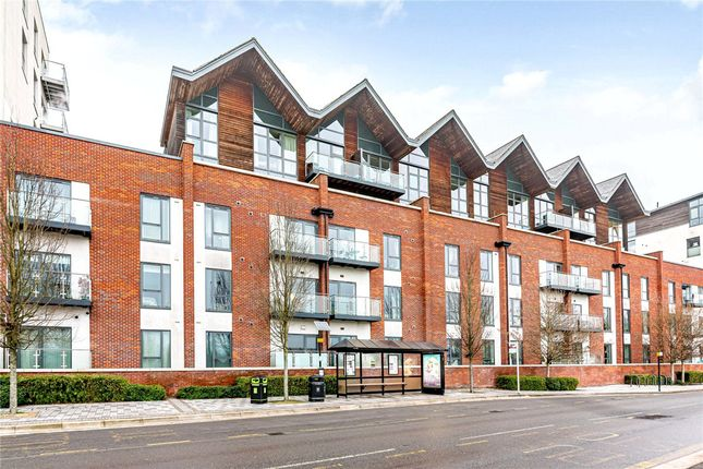 2 bed flat for sale in Park Way, Newbury RG14