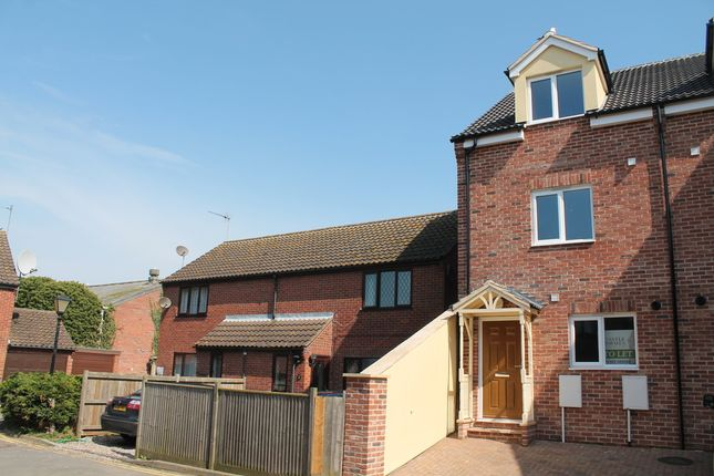 Thumbnail Town house to rent in Oliver Mews, Great Yarmouth