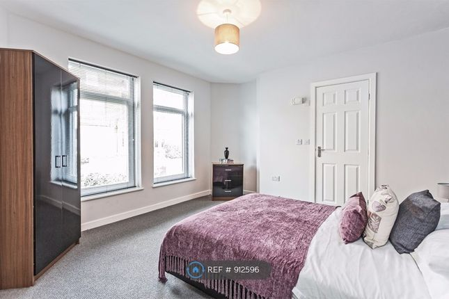 Large En-Suite Double Room Let