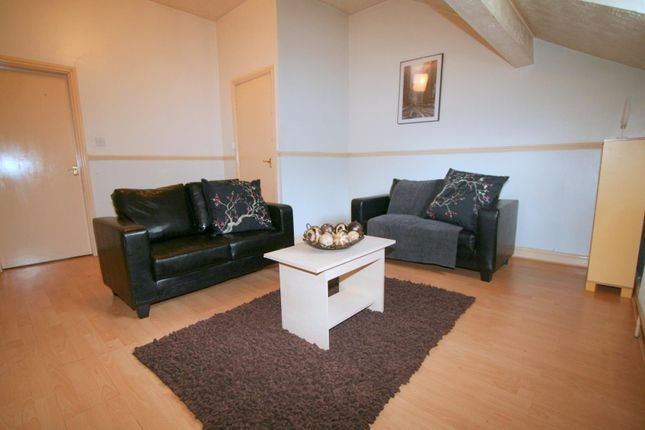 Thumbnail Flat to rent in Flat 6, 227 Hyde Park Road, Hyde Park