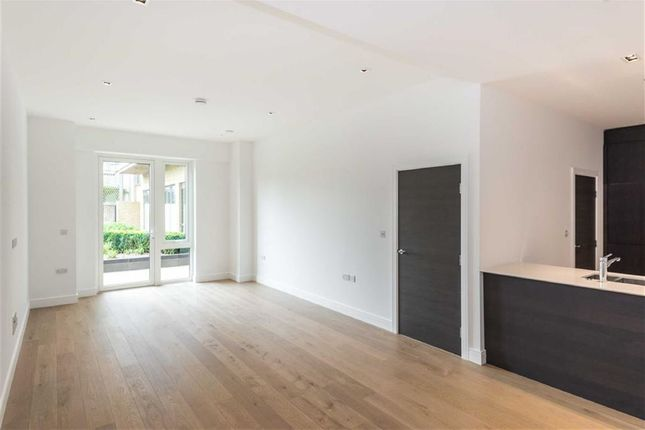 Thumbnail Flat for sale in Quayside House, Kew Bridge, Kew, London