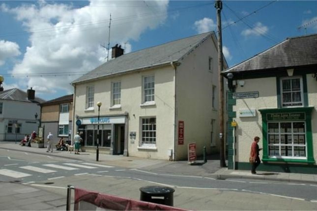 Thumbnail Flat to rent in Above Barclays Bank, Newcastle Emlyn, Carmarthenshire